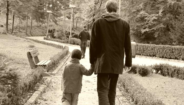 Богатый отец хотел показать сыну, как живут бедные люди, а вместо этого сам получил урок